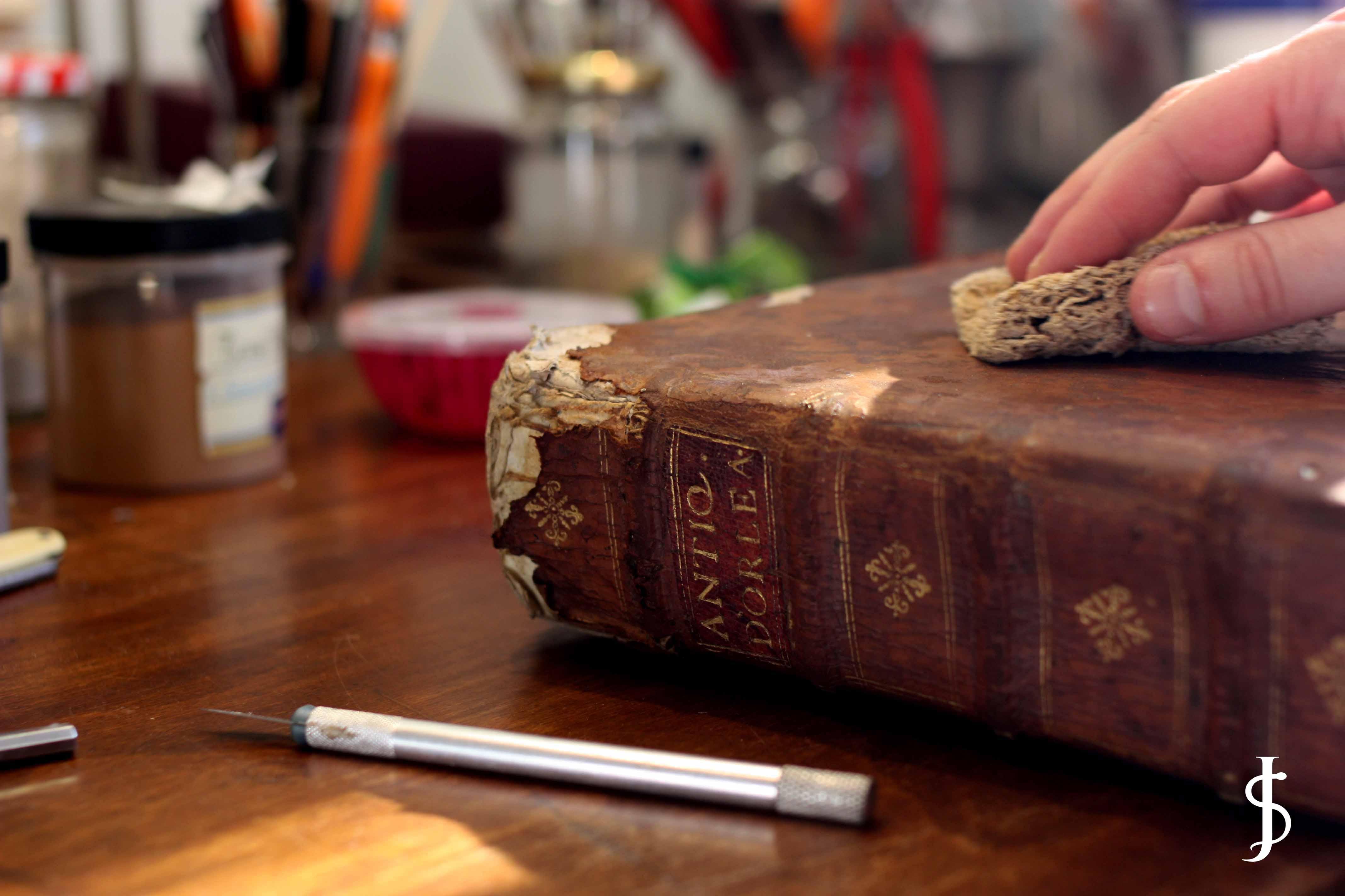 restauration de livres anciens papiers et gravures orleans 103 atelier sinnesaelorleans. Black Bedroom Furniture Sets. Home Design Ideas